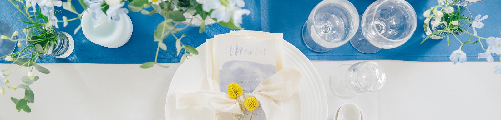 披露宴時のテーブルと花・グラス