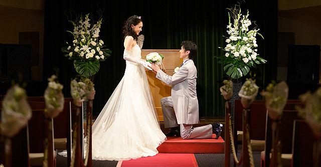 船上結婚式での挙式の様子