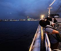 船上での納涼会と横浜の夜景